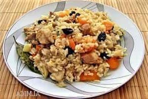 мясной рис с сухофруктами