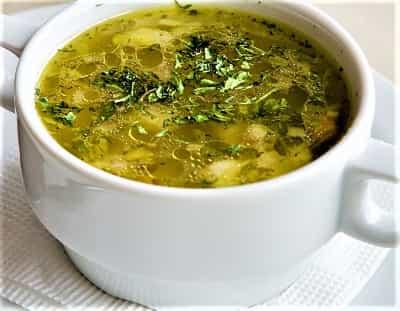 пряный куриный суп с чесноком и зеленью