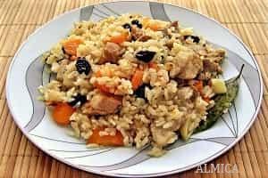 рис с мясом и сухофруктами