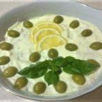 рыбный салат с лимоном и сыром