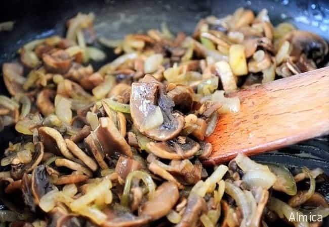 как приготовить свиной рулет с грибами