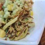 фьюжен салат из красной рыбы с блинами