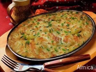 запеченный картофель с зеленым луком под сыром