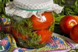 маринованные помидоры с морковной ботвой на зиму