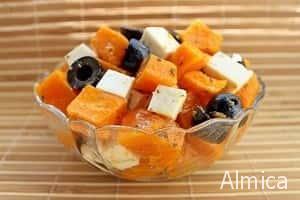 салат с печеной тыквой , сыром и маслинами