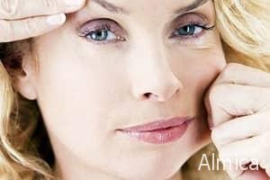 Маскирующий антивозрастной макияж