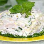 салат с кальмарами и свежими огурцами