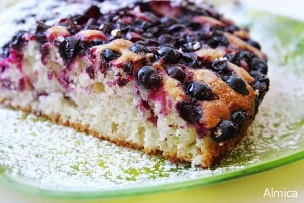 заливной пирог из черной смородины