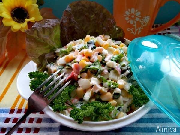 салат с пекинской капустой и крабовыми палочками-min